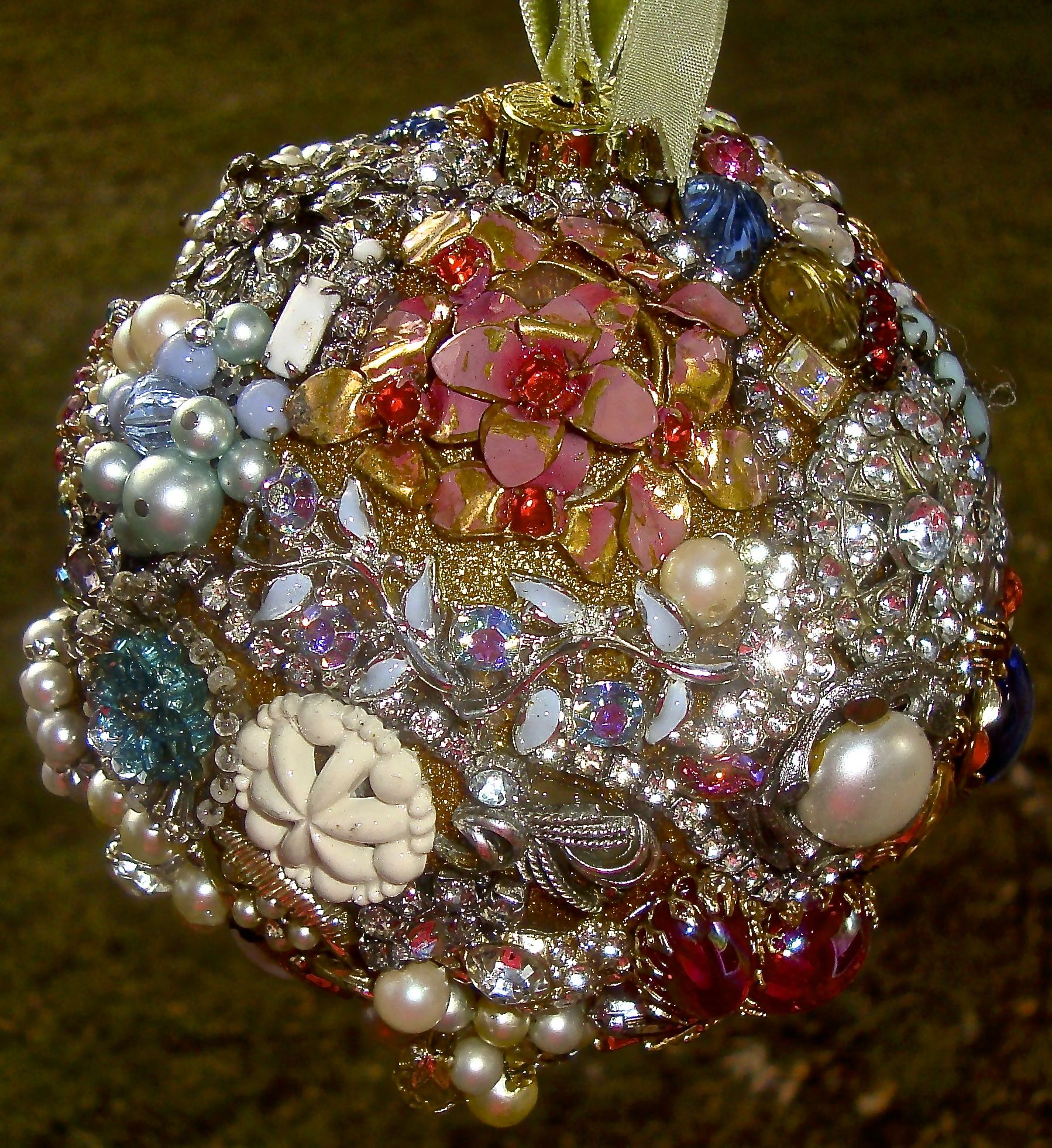 My Second Vintage Jeweled Ball Tree Ornament I Glued Old Broken Jewelry To A Gold Styrofoam Ball Costume Jewelry Crafts Vintage Jewelry Crafts Jewelry Crafts
