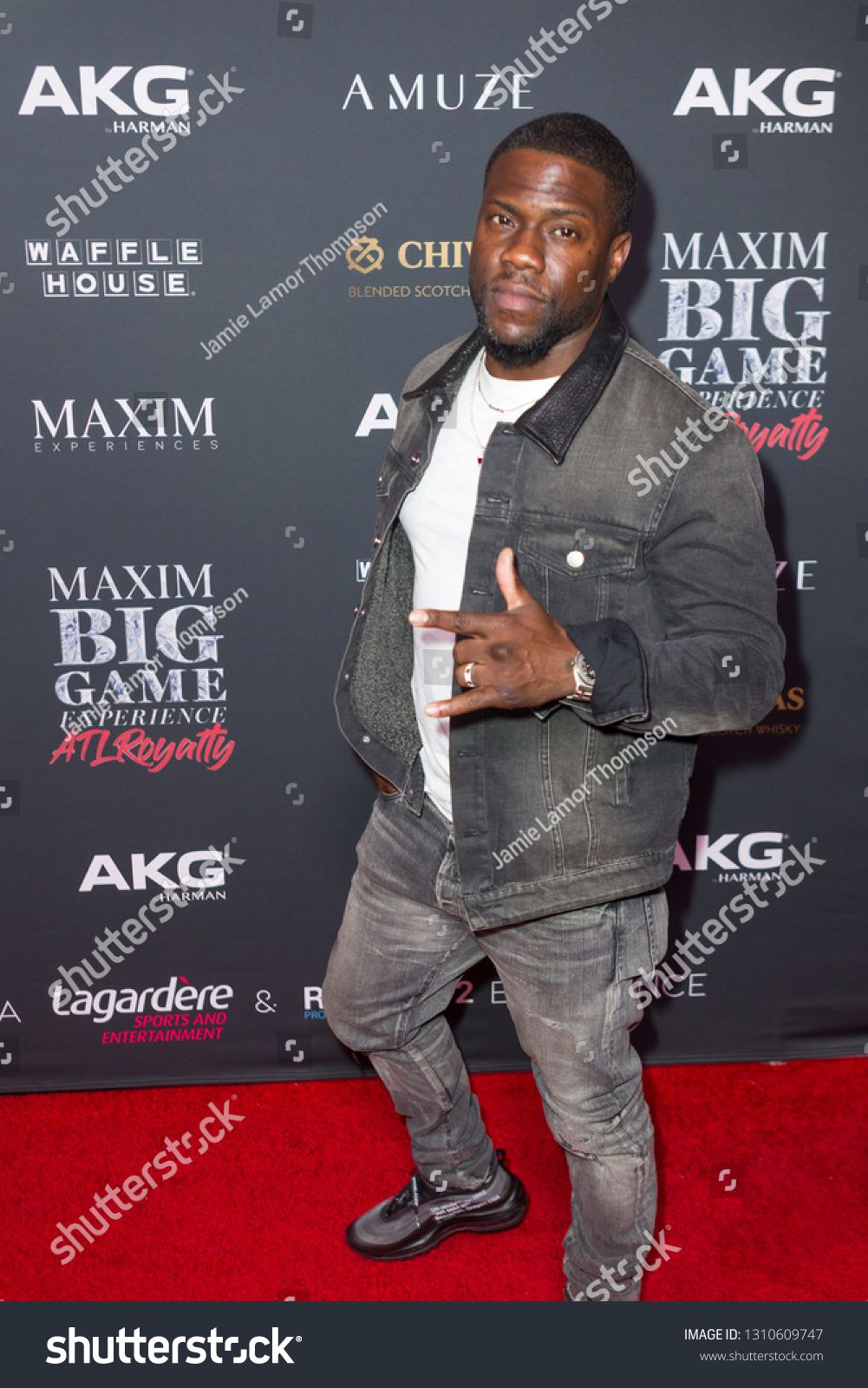 Kevin hart attends the maxim big game experience at the