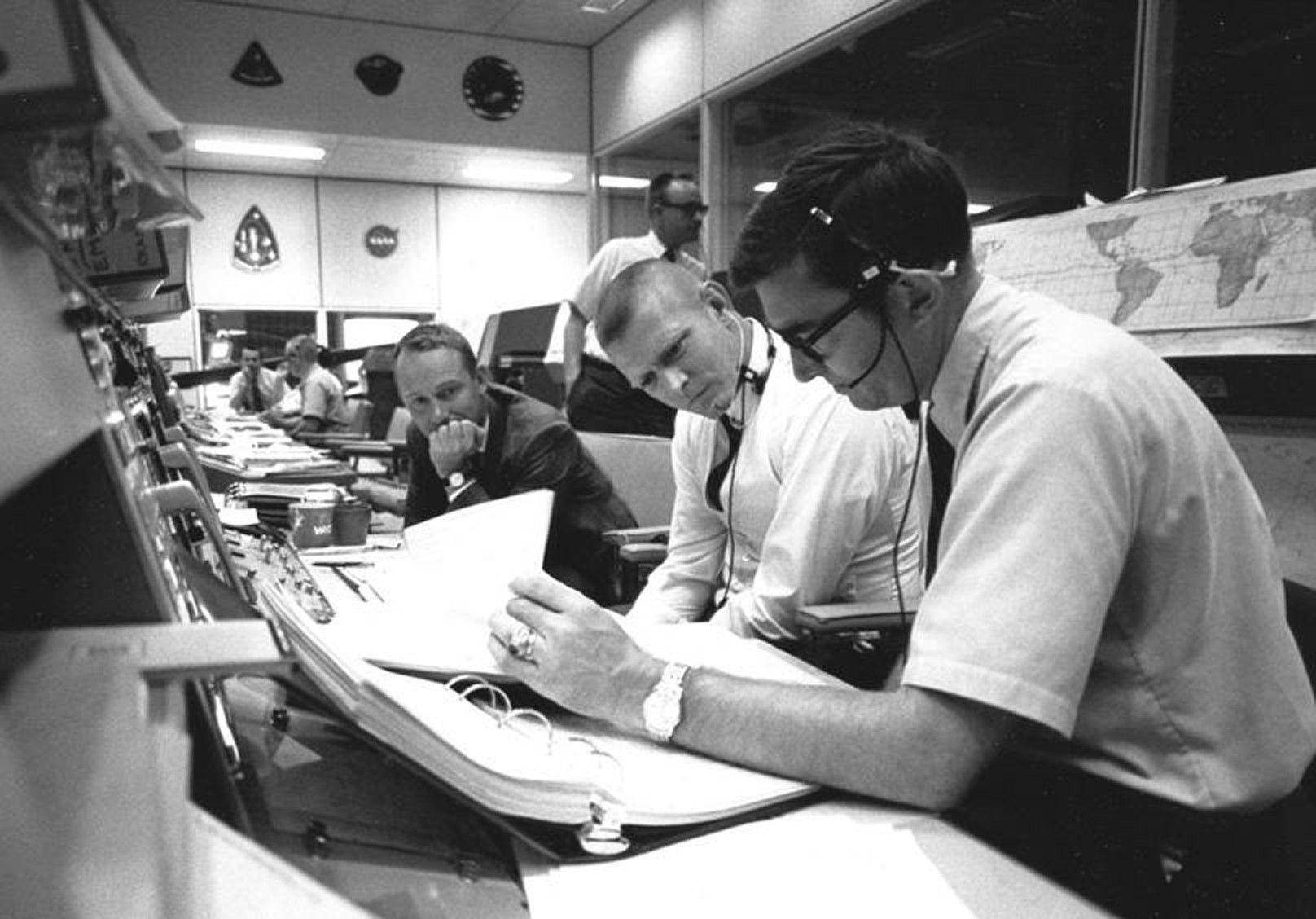 nasa apollo flight directors - photo #5