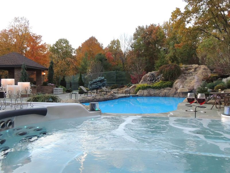 Pin by Hot Water Pools & Spas on Infinity Edge Hot Tub | Pinterest ...