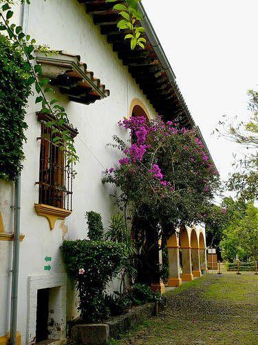 Hotel A Los Pies De Los Andes Fachada De Casas Mexicanas Fachadas De Casas Coloniales Planos De Casas De Campo