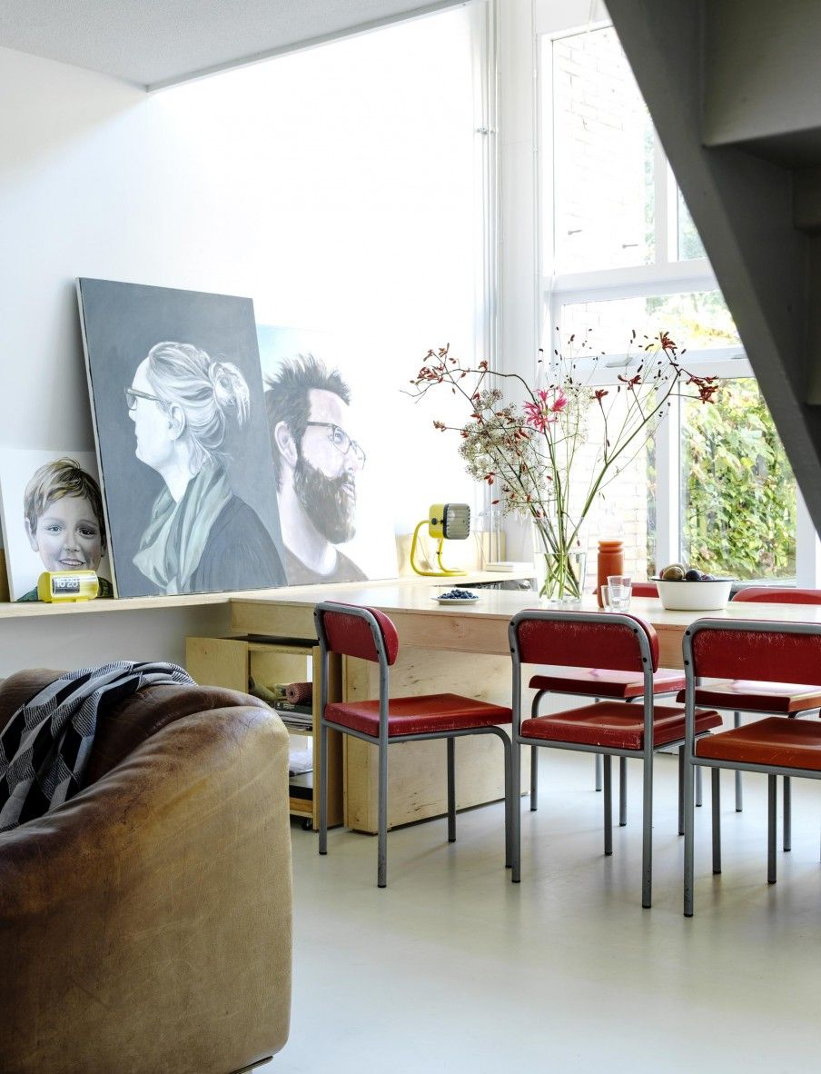 Red chairs and portraits on the wall styling susanne for Paarse eetkamerstoelen