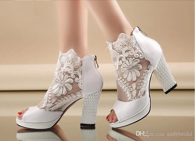 2015 Cheap Wedding Shoes With Kitten Heels Peep Black White ... c74c63a11d55