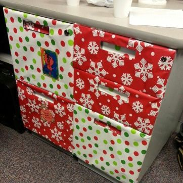 Office Christmas Decorations 24 - ideacoration.co #cubiclechristmasdecorations