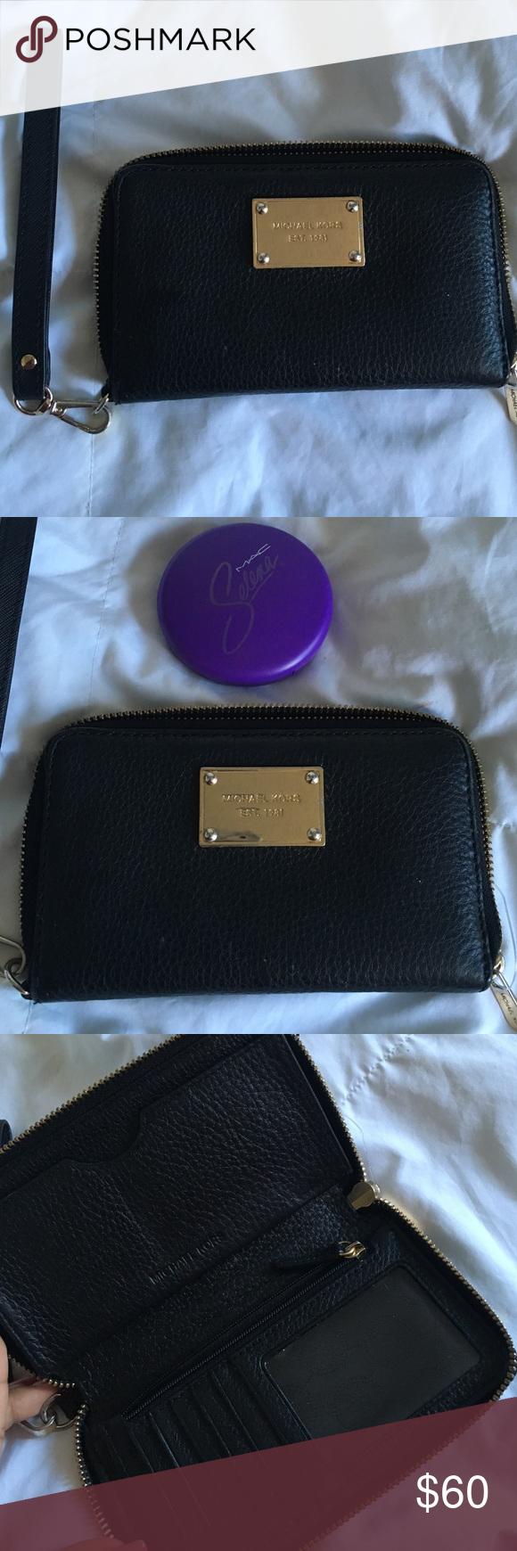 Michael Kors ⚜ wallet Michael kors black wallet , decent condition Michael Kors Bags Wallets