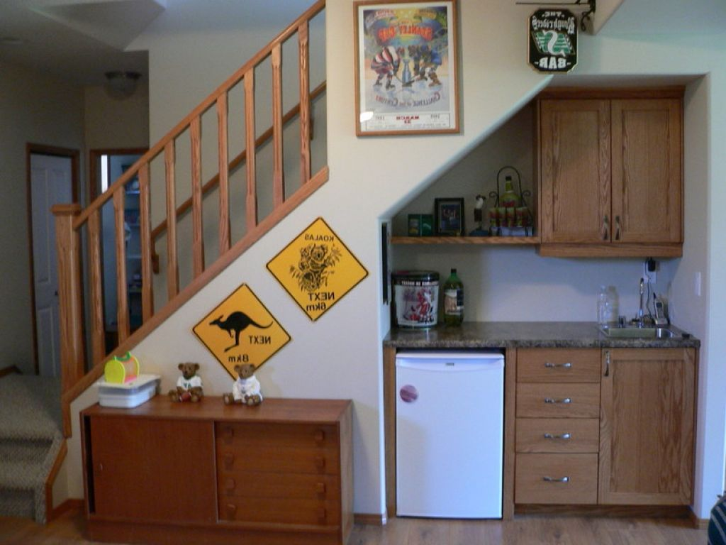 Interior , Mini Bar Under Stairs For Maximizing Limited Space In Awesome  Way : Mini Bar