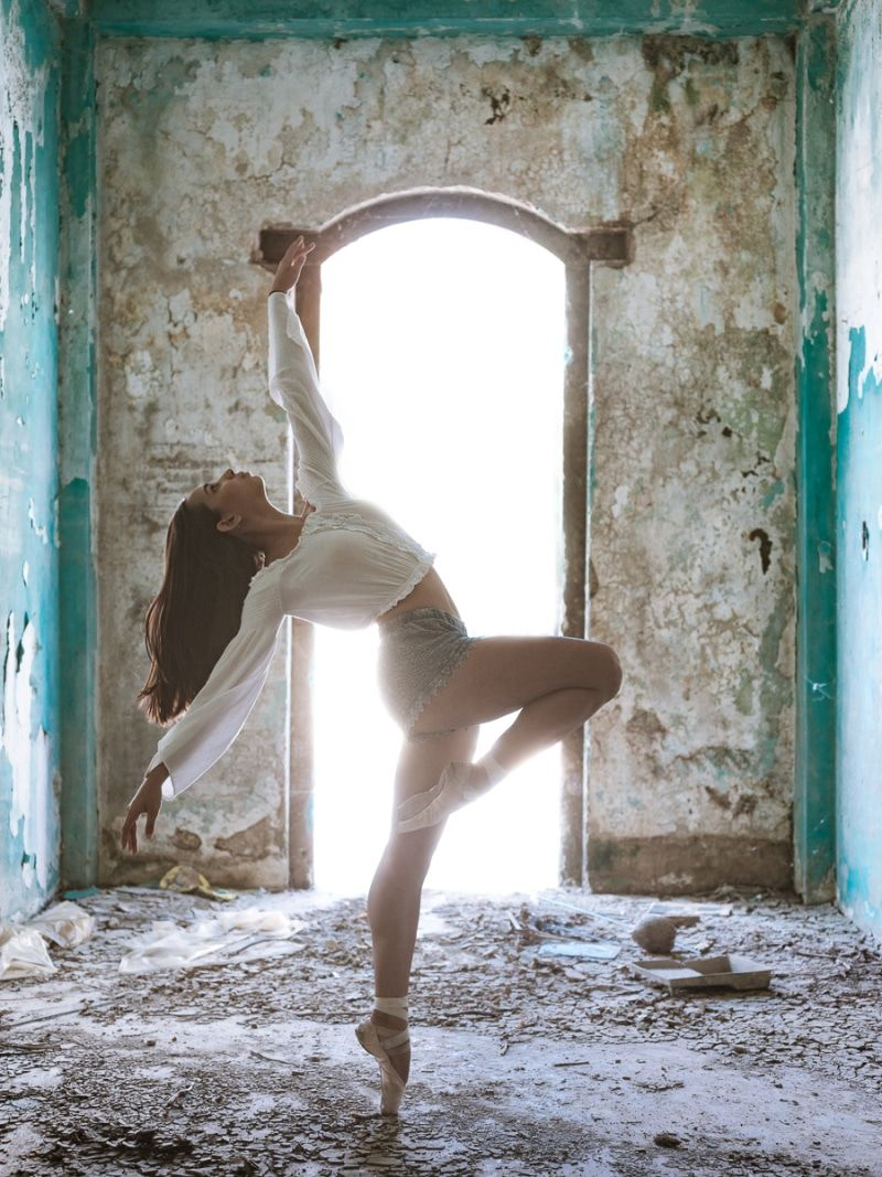 Powerful Photos Of Ballet Dancers On Streets Of Puerto Rico 5 Months After Hurricane Maria Dance Photography Poses Dancers Pose Dance Photography