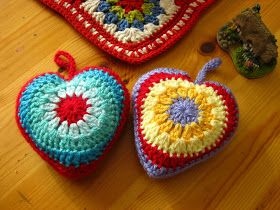 Bunny Mummy: Simple Sunburst Crochet Heart Tutorial