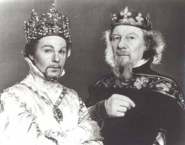 Derek Jacobi as Richard II and John Gielgud as John of Gaunt in Shakespeare's Richard II, 1978.