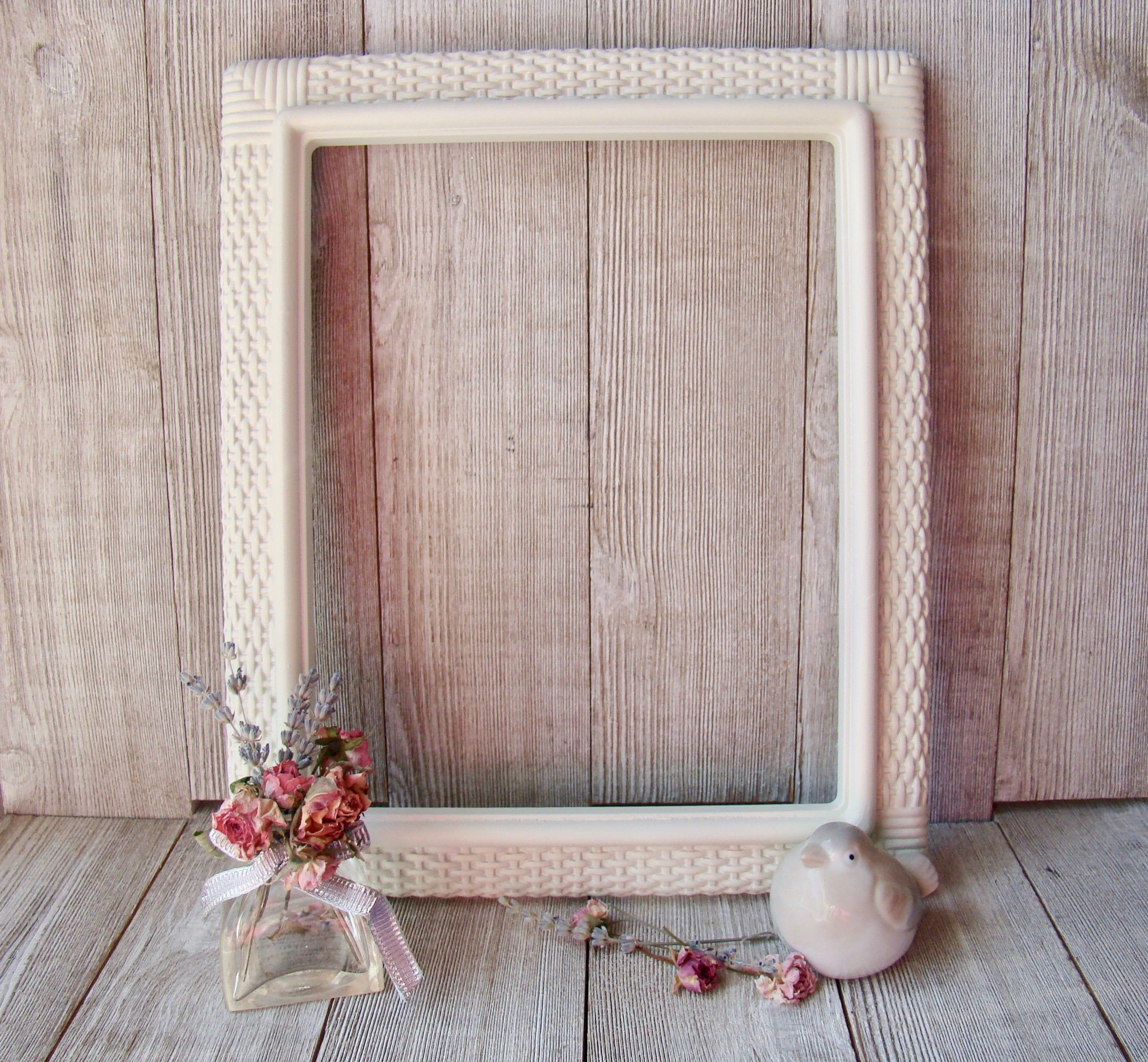 Hand Painted 8 X 10 Vintage 1979 Wicker Resin Iic Picture Frame With Images Picture Frames Wicker Frame