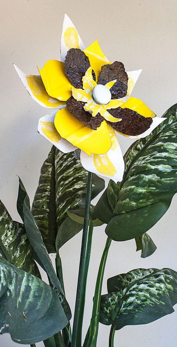 Metal Yard Art Flower, Yellow White Rust, Indoor Outdoor