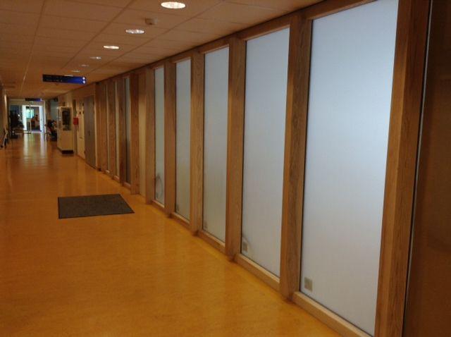 Plaatsen zandstraalfolie, Diaconnessen ziekenhuis te Leiden