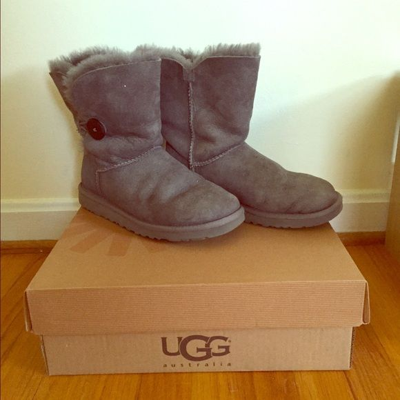 56a82be9b4f Gray Bailey button Ugg boots Lightly worn. Size 8 women s. Awesome gift. UGG