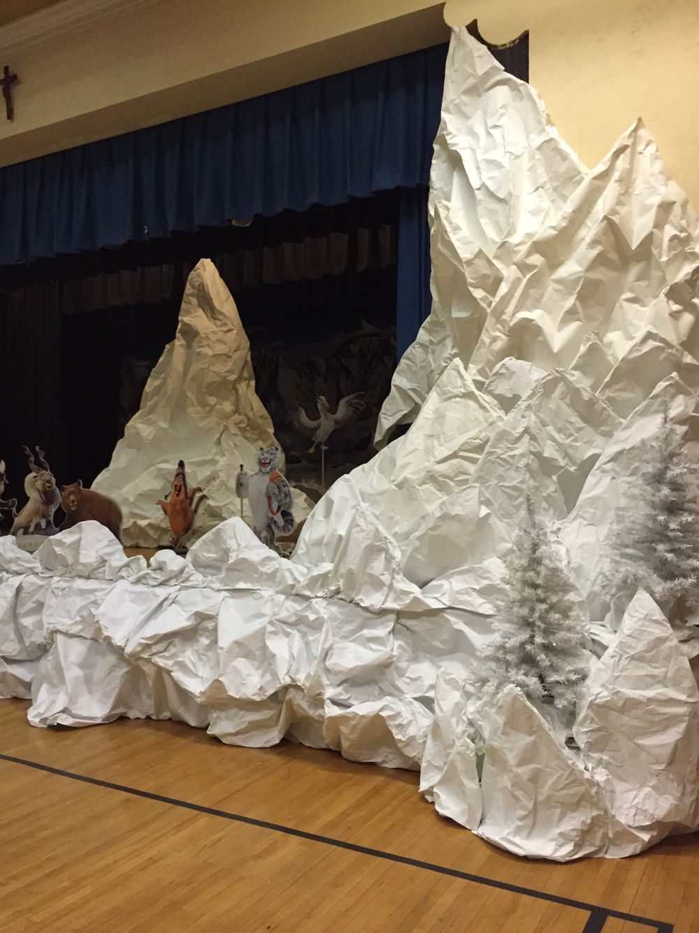 Paper Snow Mountains Diy Christmas Party Christmas Float Ideas Church Christmas Party