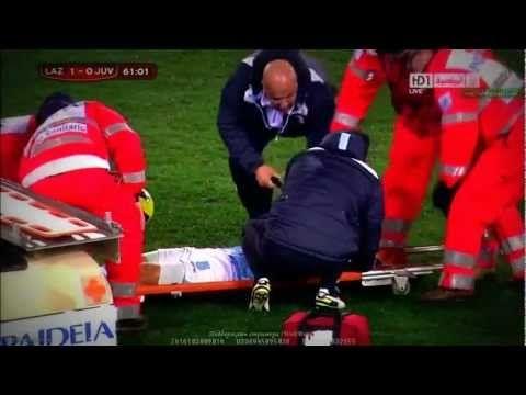 FOOTBALL -  Big HEAD Injury Lazio Hernanes v Juventus Coppa Italia 29.01.2013 - http://lefootball.fr/big-head-injury-lazio-hernanes-v-juventus-coppa-italia-29-01-2013/