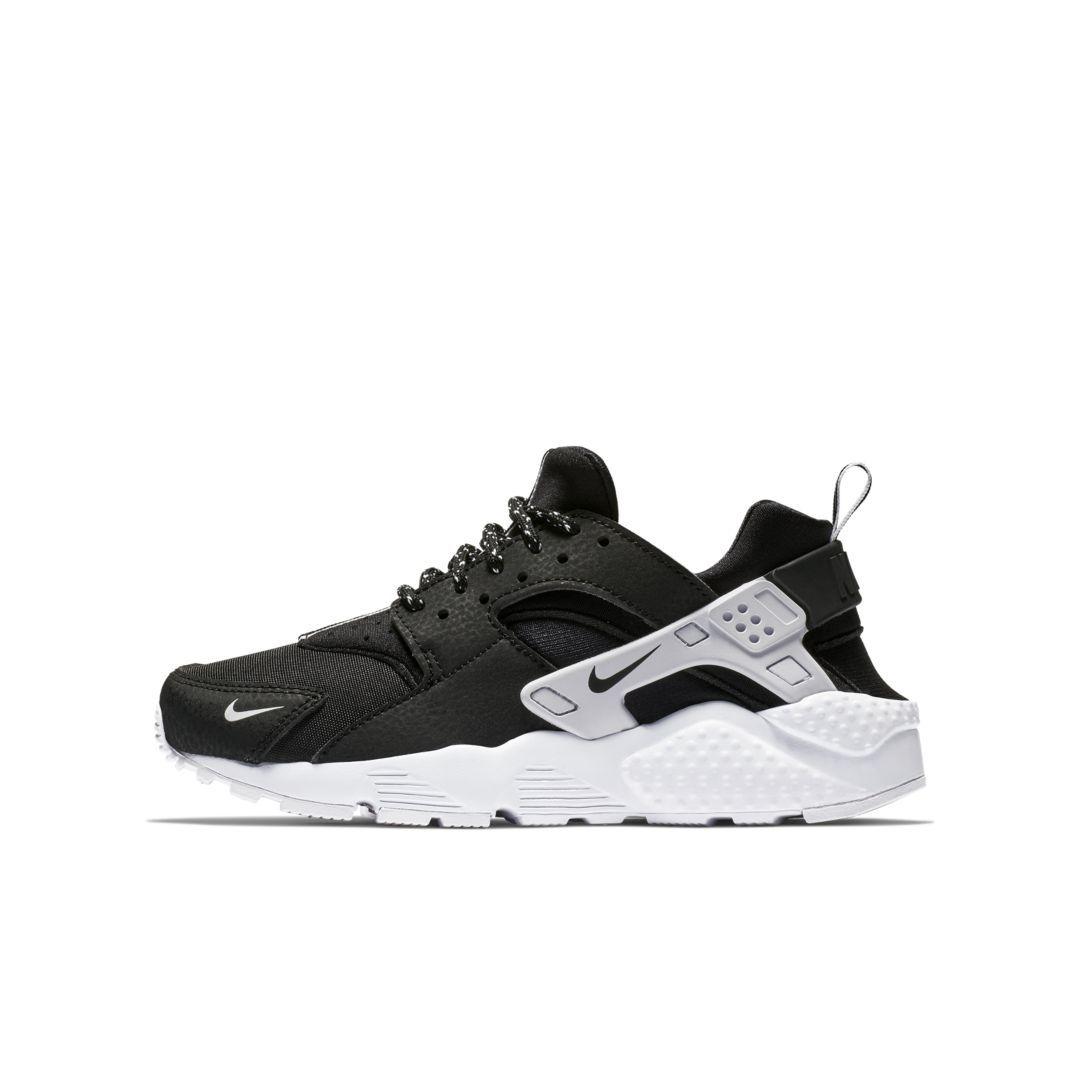 b55cc99ecf3c Nike Huarache SE Big Kids  Shoe Size 4.5Y (Black)
