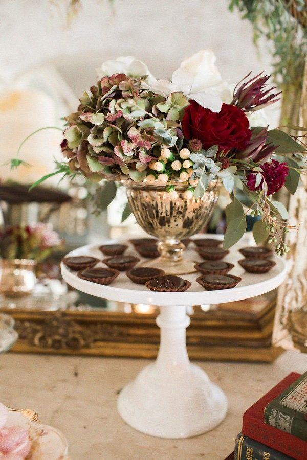 striking wedding centerpiece idea; photo: Jennifer Manzi Photography