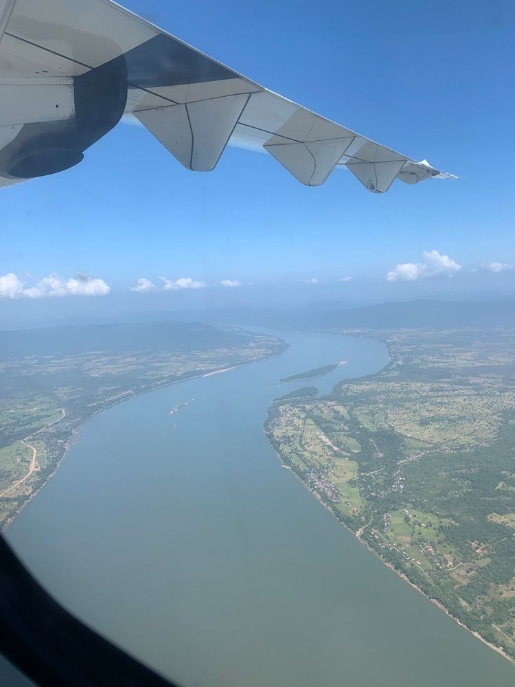 コーン島からボートと車と飛行機を乗り継いでバンコクへ タイ ラオス ラオス バンコク ルアンパバーン