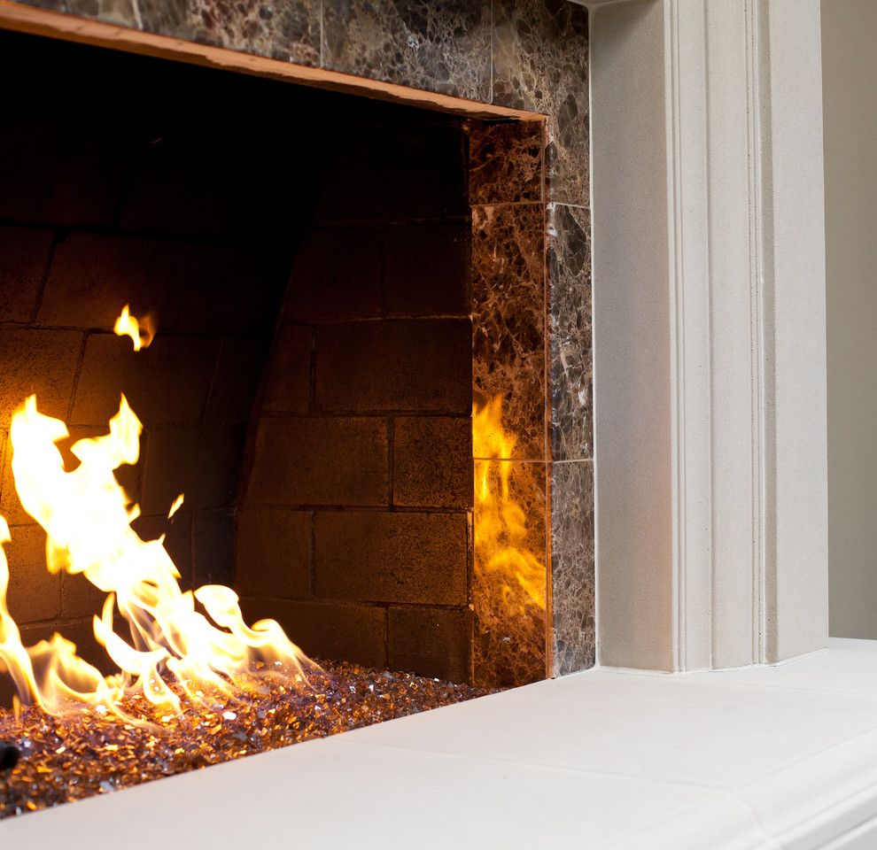 25 Fireplace Decorating Ideas With Gas Logs Electric Logs And Glass Rocks Glass Fireplace Fireplace Glass Rocks Fire Glass Fireplace