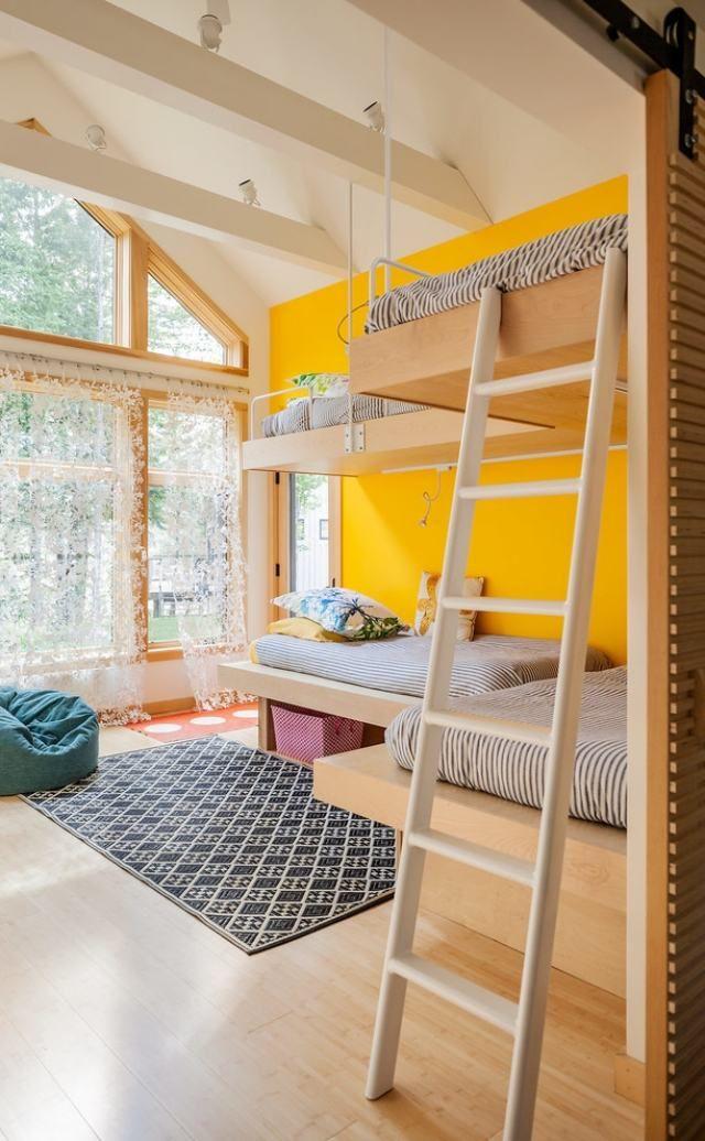 Wandfarbe Kinderzimmer   Hochbetten Kinderzimmer Sonnengelbe Wandfarbe Fensterfront