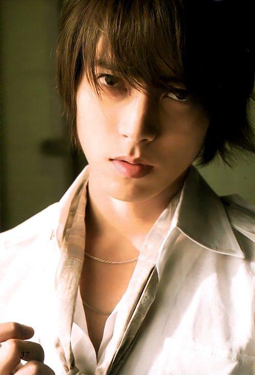 Yamashita Tomohisa ( Yamapi ) He looks like Kim hyun Joong