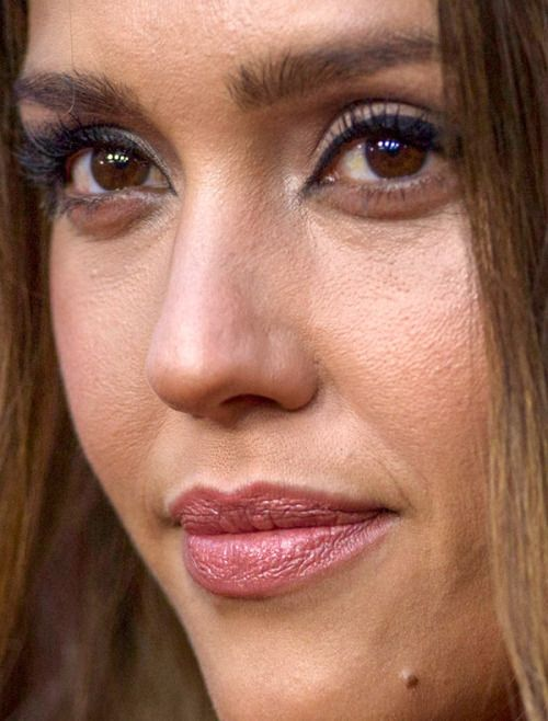 Celebritycloseup Jessica Alba Red Carpet Makeup Bad Makeup