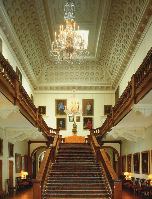 Inside althorp diana 39 s home growing up the magnificent staircase is made out of oak and at one - Introir dijane ...