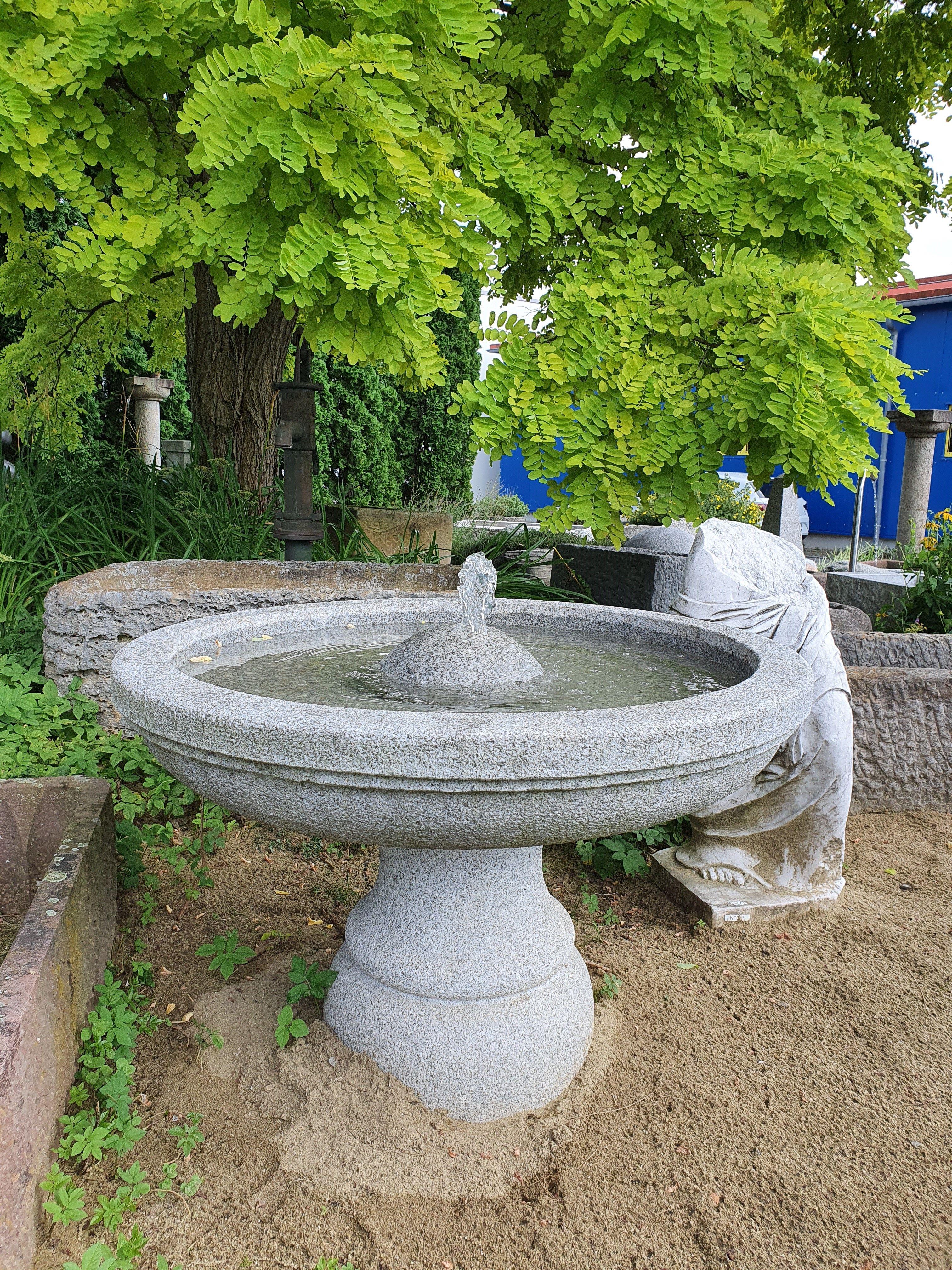 Gartenbrunnen Im Italienischen Stil Gartenbrunnen Brunnen Garten Italienischer Stil