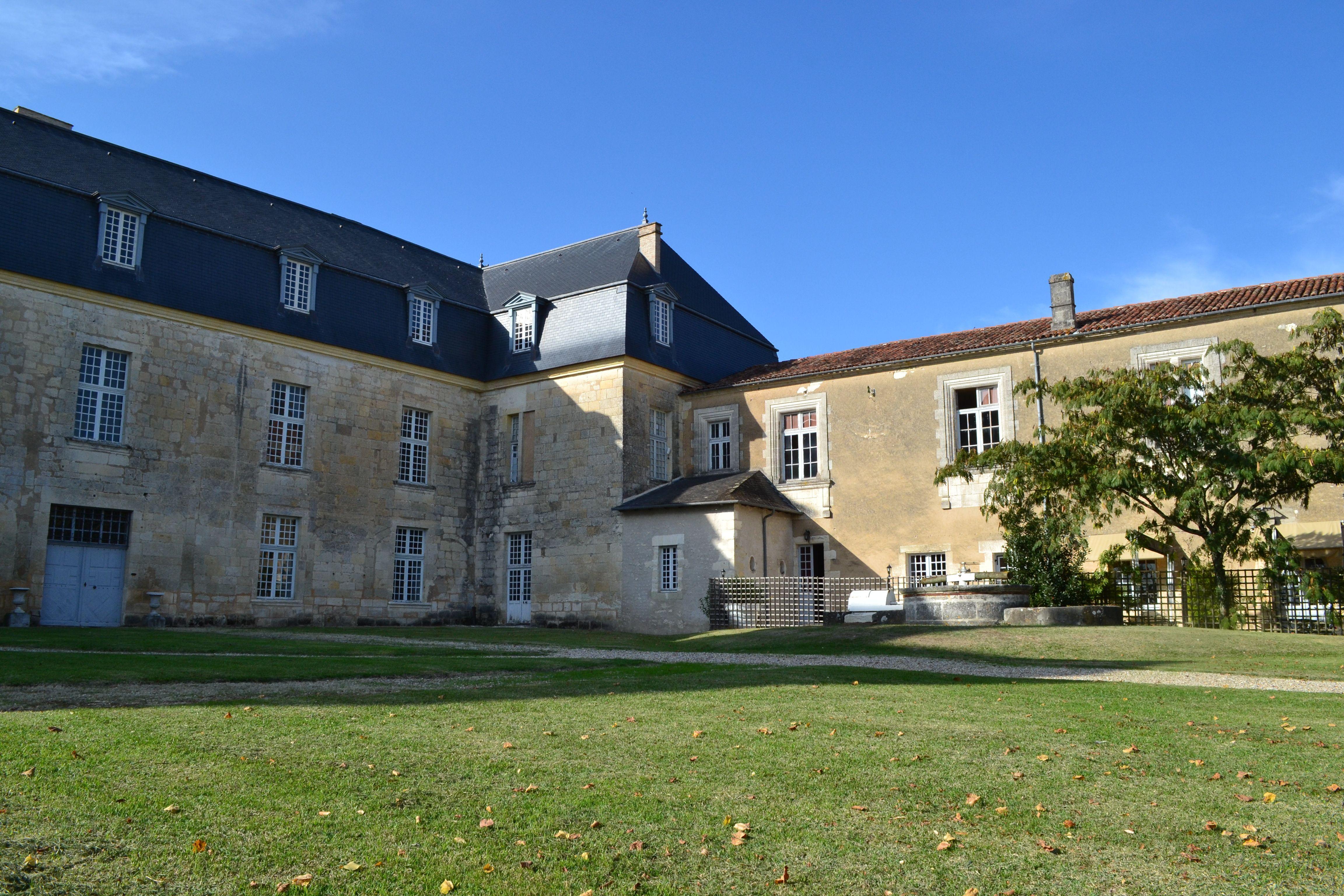 Le Chateau De Chalais En Sud Charente Maison Style Locations Vacances Gite