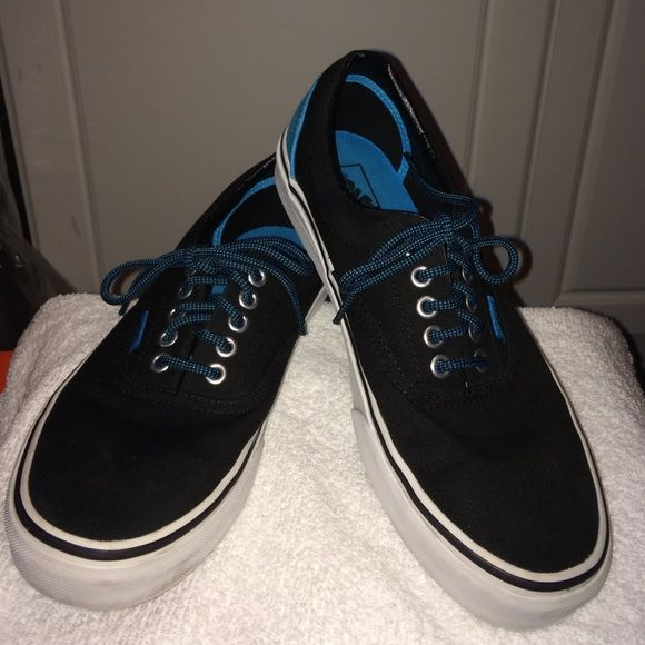 Unisex Vans These turquoise and black lace up skate shoes are unisex size 9.5 women and size 8 men's. The Canvas Classic Slip-on has a low profile, slip-on canvas upper with elastic side accents, Vans flag label and Vans original Waffle Outsole. They're in pristine condition. Vans Shoes
