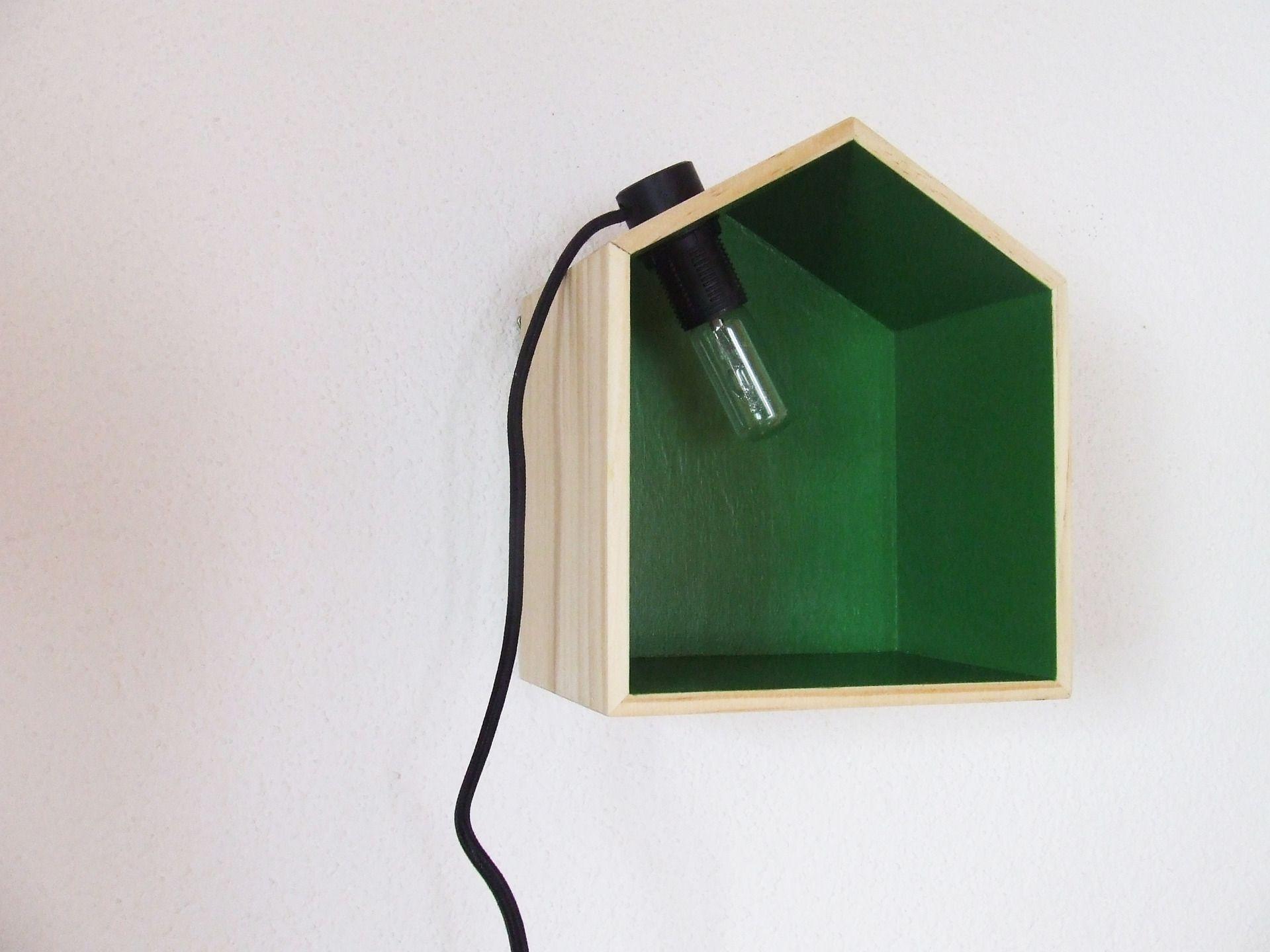 Jolie applique murale en bois forme cabane couleur verte