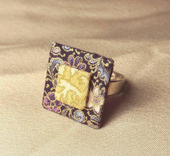 Mira este artículo en mi tienda de Etsy: https://www.etsy.com/es/listing/259751011/anillo-handmade-tela-japonesa-caja