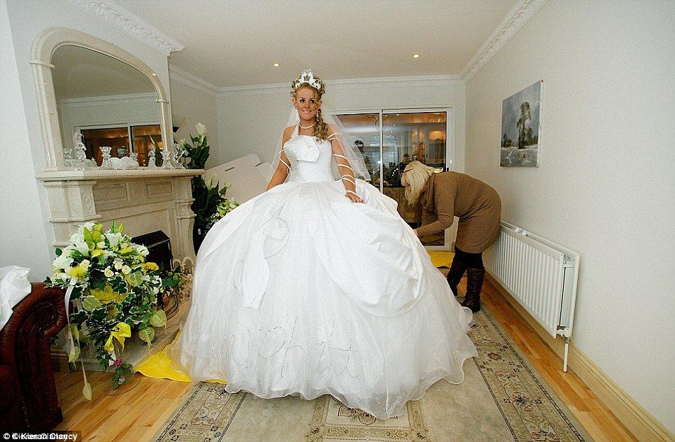 5ft 3in Gypsy Bride Wears A TEN STONE Dress To Walk Down The Aisle Big Fat WeddingGypsy