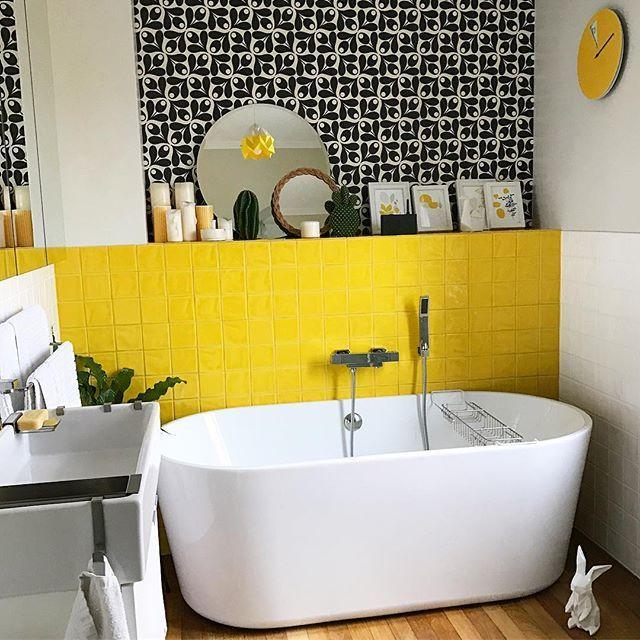On commence l 39 ann e avec un nouveau d cor mural dans la salle de bain papier peint orlakiely so - Decor mural salle de bain ...