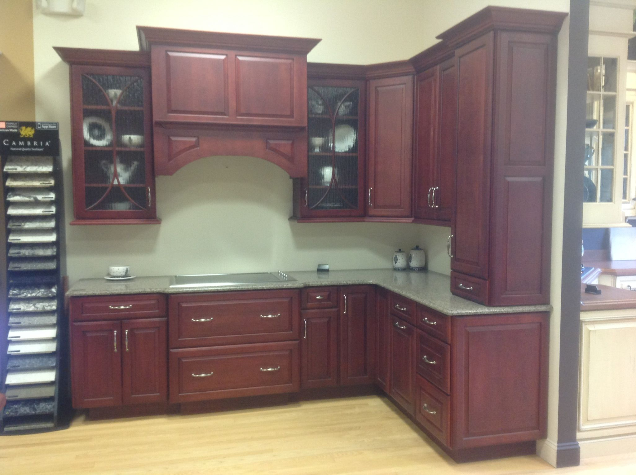 For Sale Medallion Cabinet Kitchen Display Brookhill Vineyard 2000 Come To Our Display Sal Glass Cabinets Display Full Overlay Cabinets Medallion Cabinets