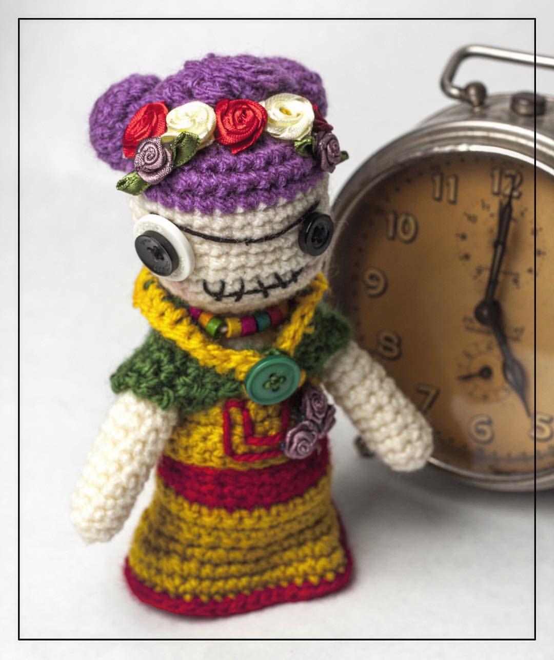 I LOVE this zombie Frida Kahlo amigurumi crocheted by Ywana ...