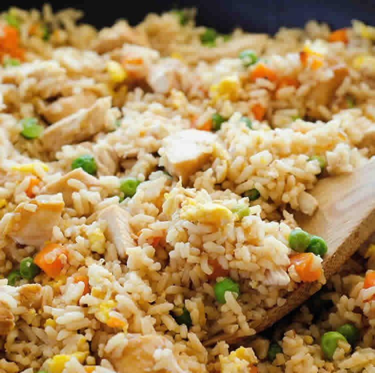 Recette de riz frit au poulet et aux légumes ww – un diner à 4 SP.