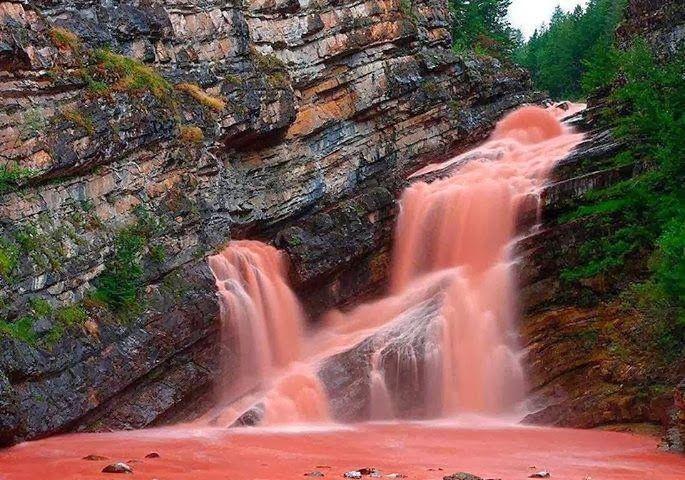 Extraño fenómeno en Las Cataratas Cameron (Canadá)