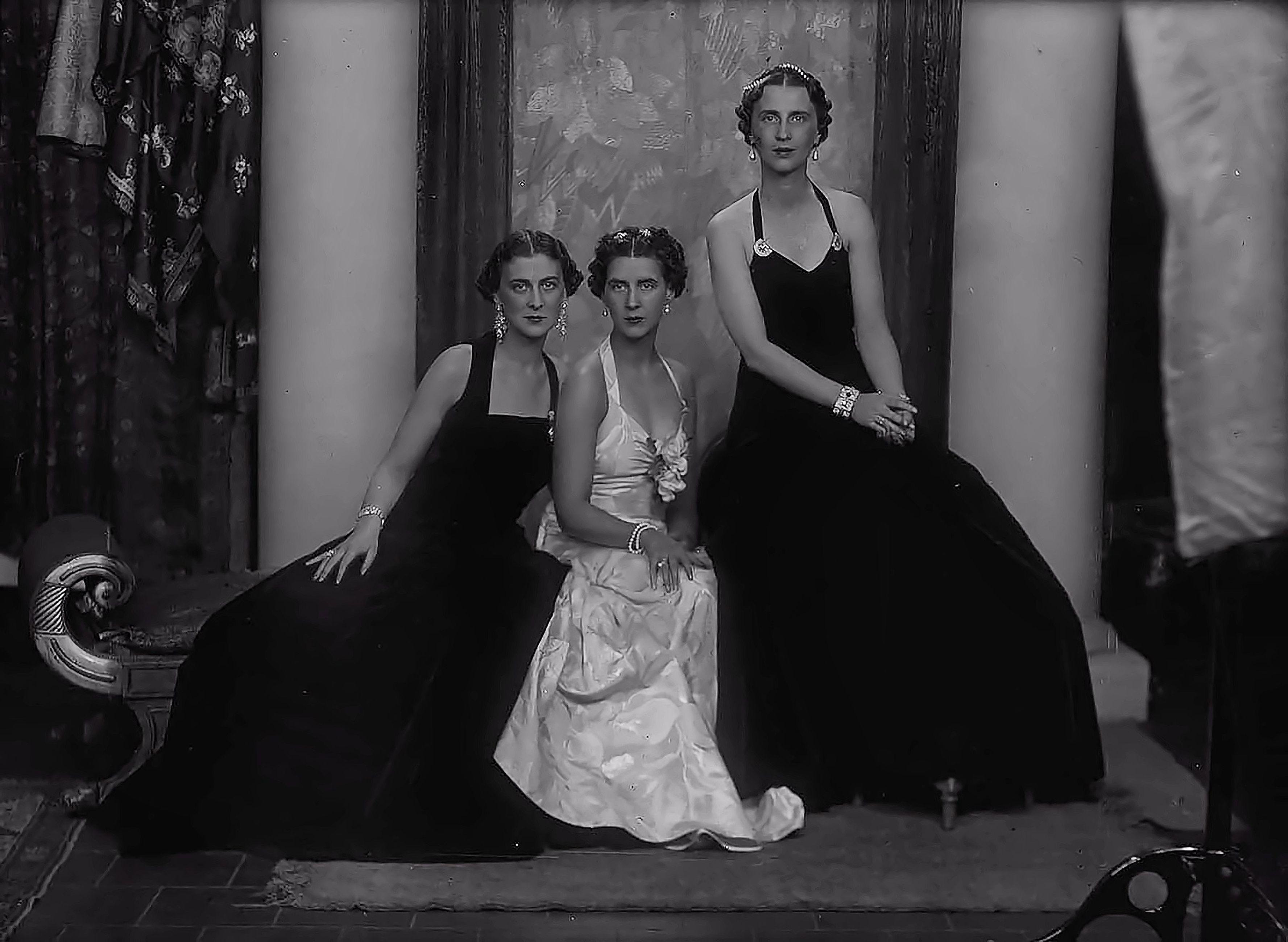 Trh The Princesses Marina Elizabeth And Olga Of Greece And Denmark Greek Royalty Greek Royal Family Princess [ 2600 x 3553 Pixel ]
