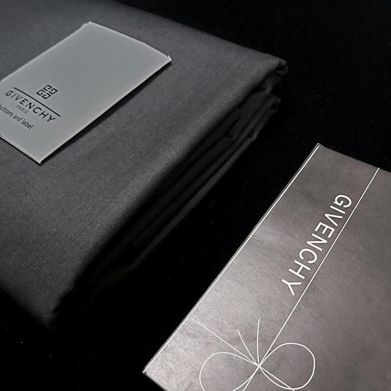 قماش ثوب شتوي ياباني رصاصي غامق Wallet Continental Wallet Givenchy