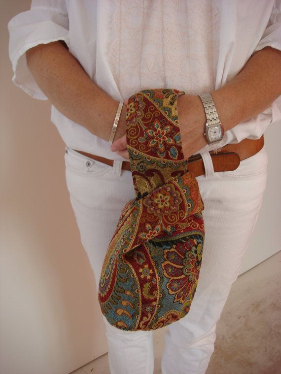 I want to make this. Looks relatively easy!! Paisley Blue Gold and Red Knot Purse/Unique by WestCoastHandbags, $30.00