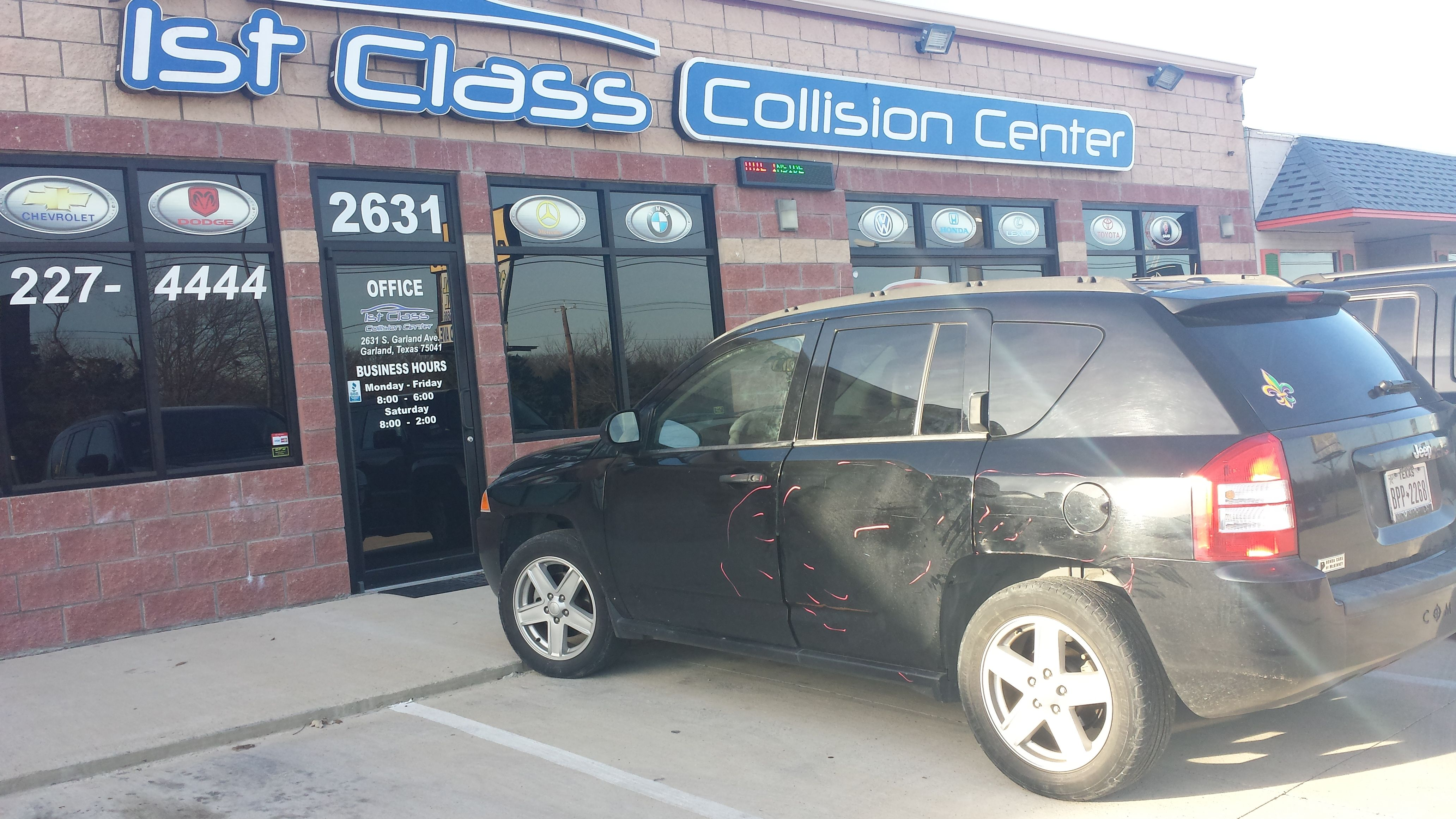Jeep Compass 2007 being inspected by State Farms Major damages on left front door, left rear door, Left rocker, left quarter panel and rear bumper.