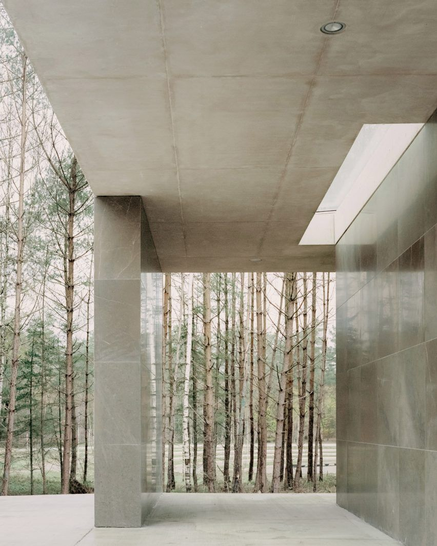 The Pavilion S Walls Are Designed To Feel Secondary To The Floor And Roof Slab As Emphasised By The Contrast In Materials Th In 2020 Pavilion Architecture Brutalist