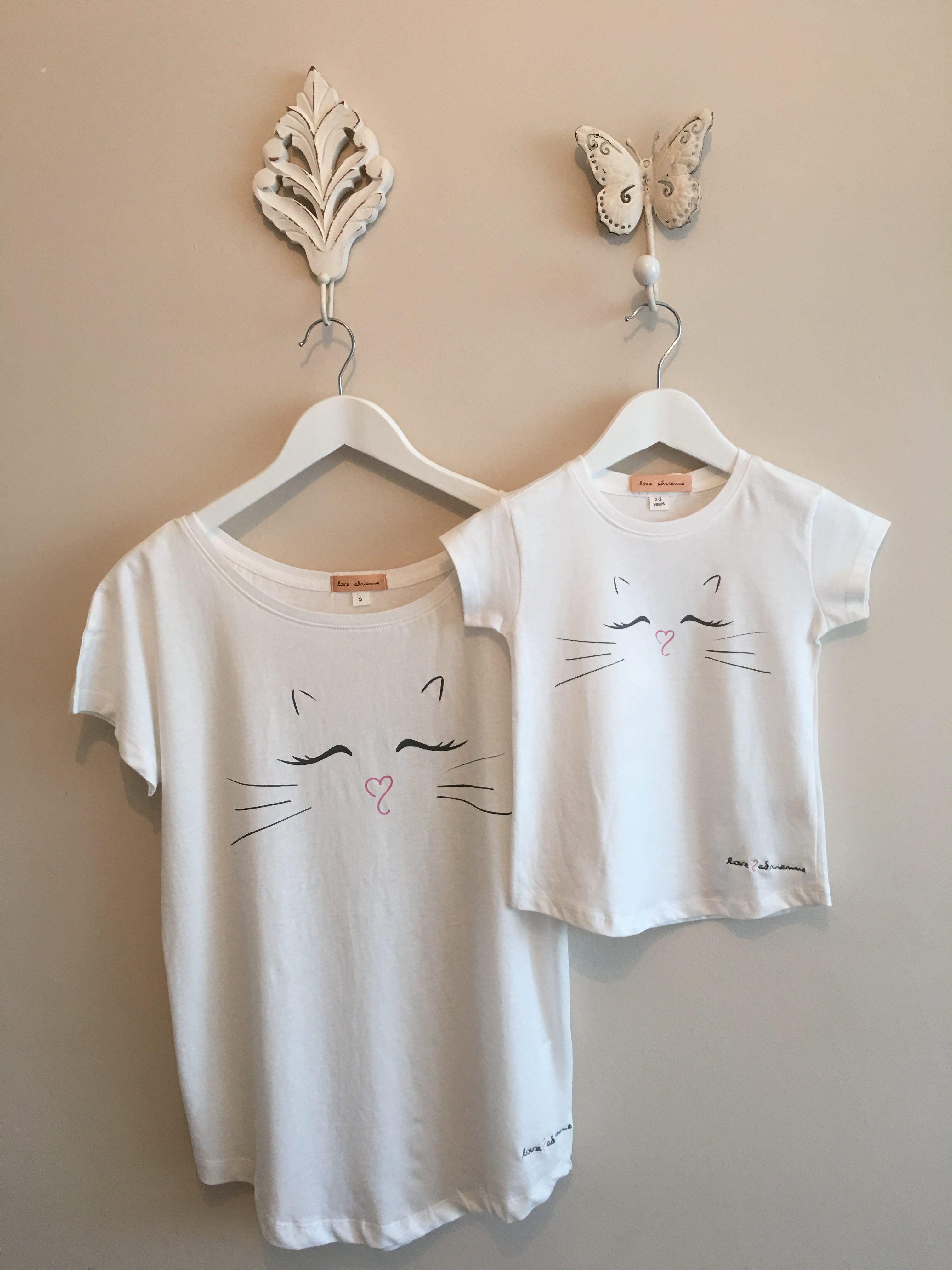 3c383877535  Camiseta  minime by  loveadrienne. Estampado delantero gato. Para mujer y  niña. Tejido algodón 100%