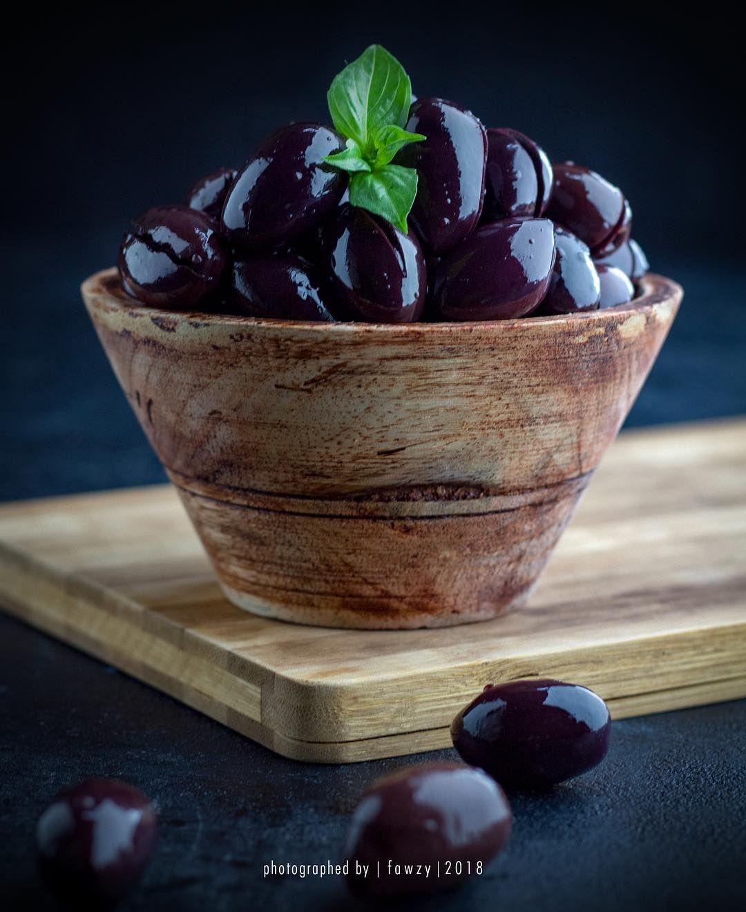 زتون كلاتاتا زيتون زيتون كلاماتا زيتون كلاماتا Olves Oil Oil Olves Foodstagram Foodphotography Fodphotographe In 2020 Food Photography Food Vegan Recipes