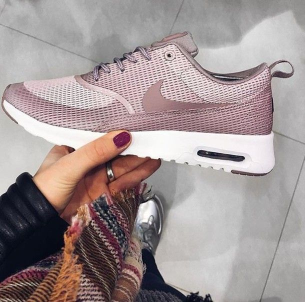 Wheretoget Pastel pink Nike sneakers | Design | Nike air