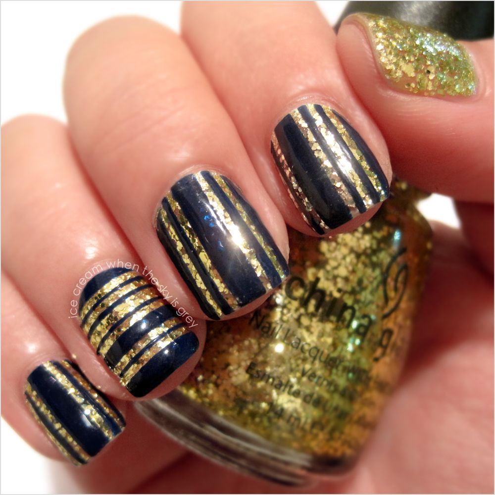 NAVY & GOLD GLITTER STRIPED NAIL ART