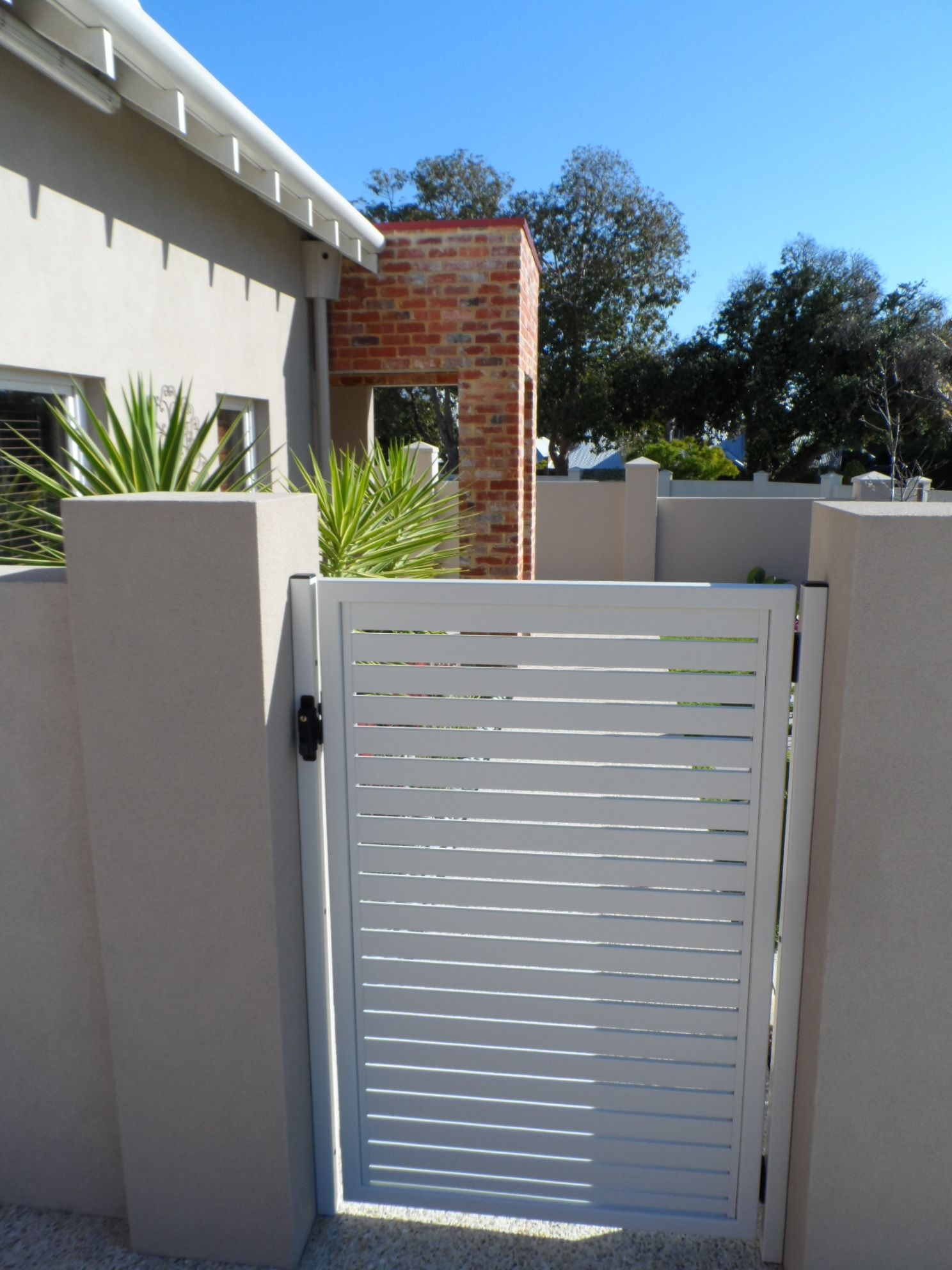 privacy fencing perth - aluminium - slat gates