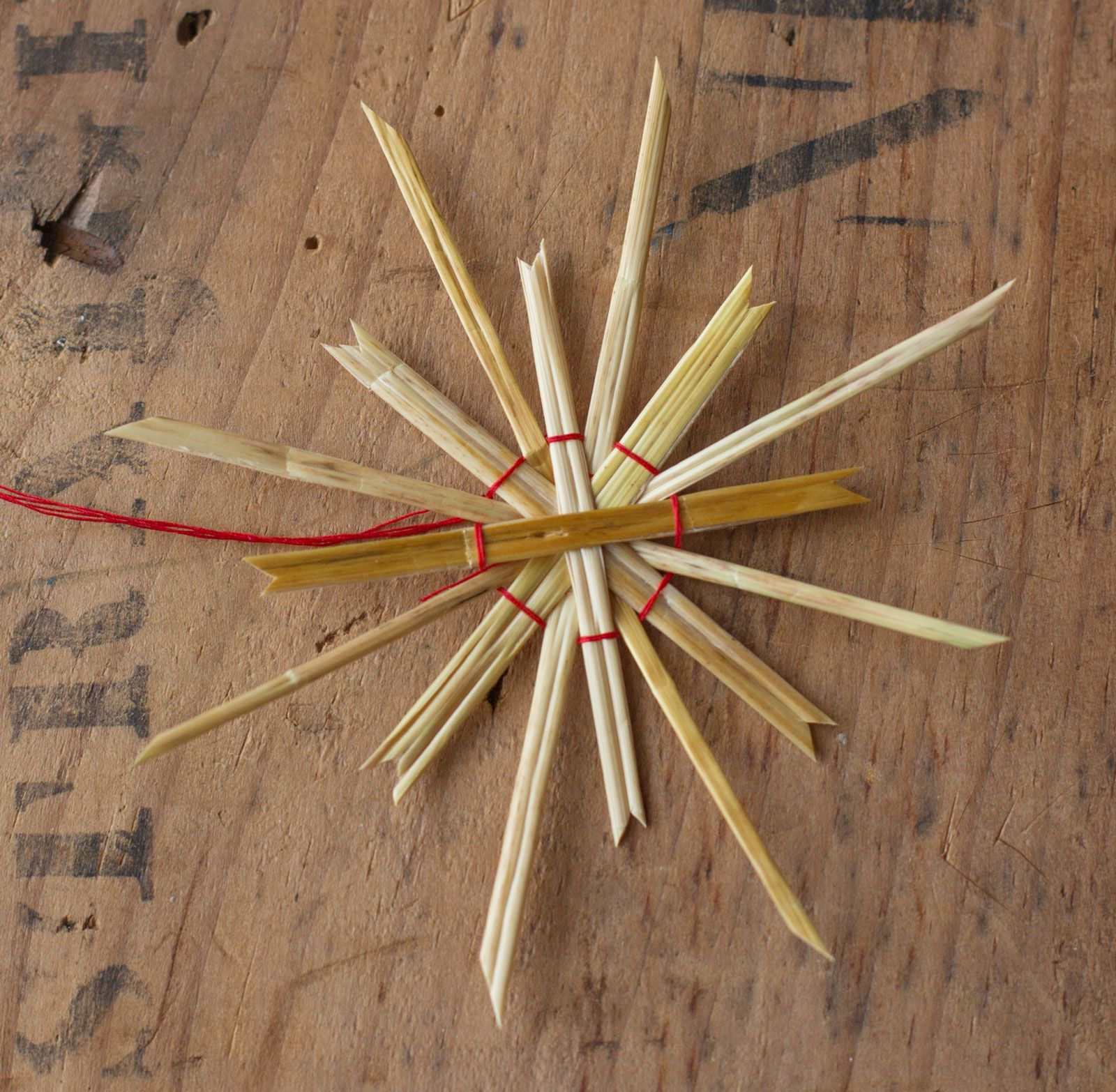 How To Make Straw Star Ornaments Straw Crafts Christmas Ornament Crafts Star Ornament