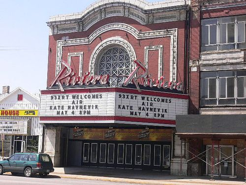 Riviera Theater Chicago Across The Street From The Uptown I Ve Seen Lots Of Concerts Here Chicago Architecture Chicago Buildings Show Place